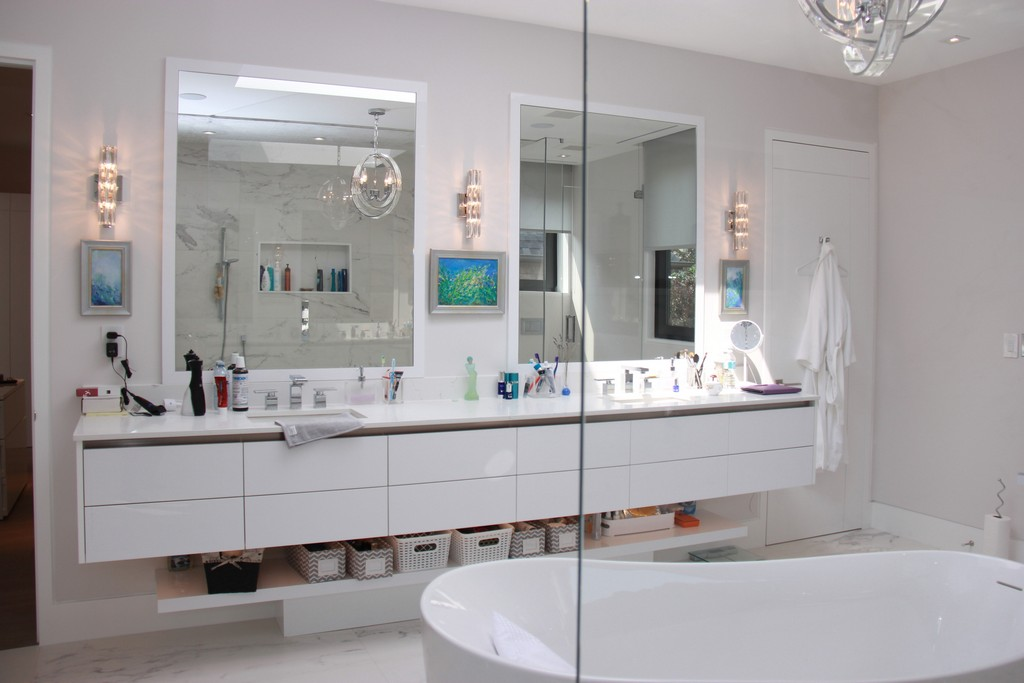 Recessed lighting for bathroom